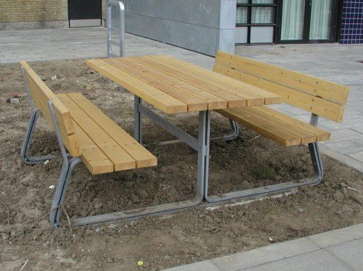 Design og konstruktion af bord bænk sæt til Vollsmose, se eksemplet, her.